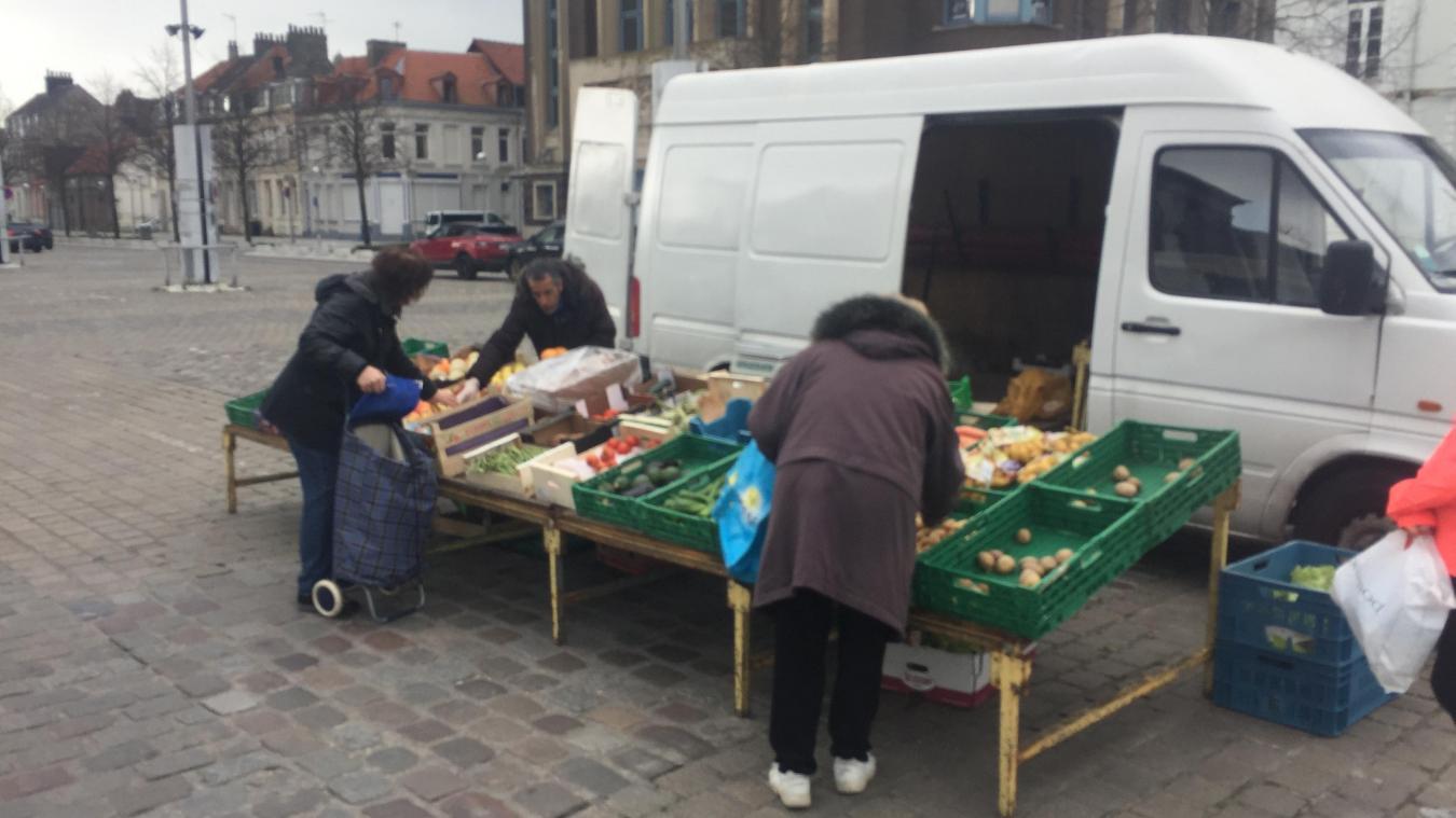 Place Crèvecoeur, les marchands étaient déjà sceptiques la semaine dernière sur la continuité des marchés...