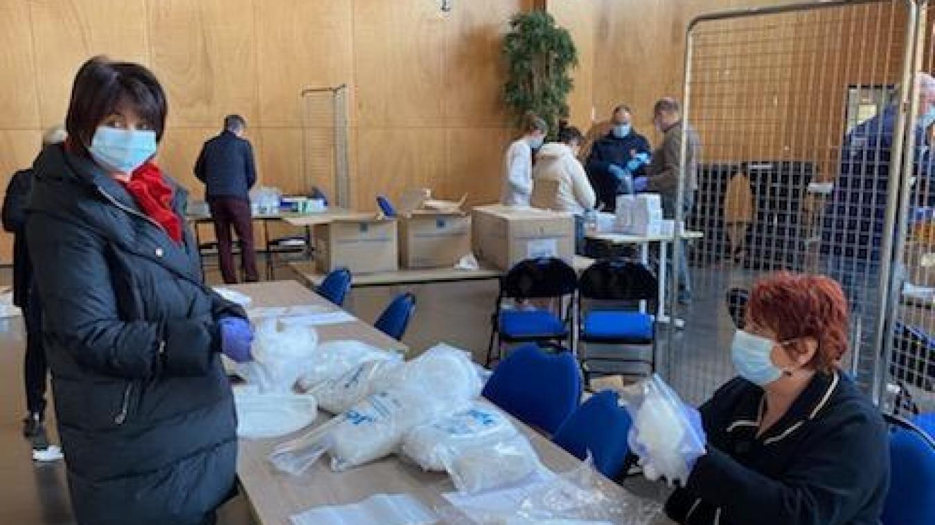Calais distribue des kits médicaux aux infirmiers libéraux de Grand Calais