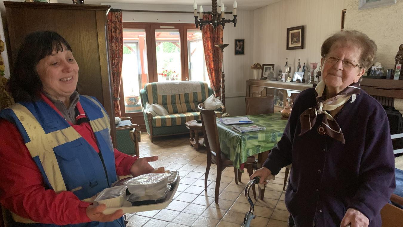 Les salariés de la communauté de communes de Flandre intérieure (CCFI) poursuivent le portage de repas à domicile, mais les procédures ont été revues pour limiter les risques de contamination.