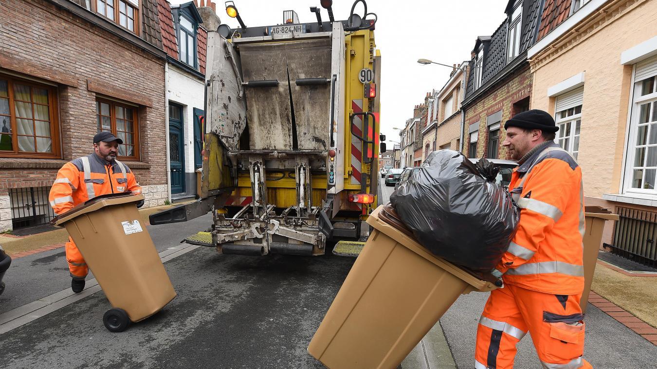 Seule la collecte des poubelles marron se poursuit.