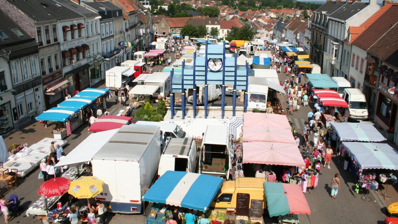 Le marché du mardi matin à Desvres est suspendu jusqu'à nouvel ordre.