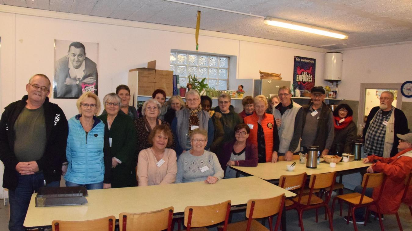 Cette photo a été prise au moment de la campagne d'hiver. Les bénévoles, dont les plus de 70 ans ne peuvent venir aider, espèrent reformer bien vite la photo de famille des Restos berckois.