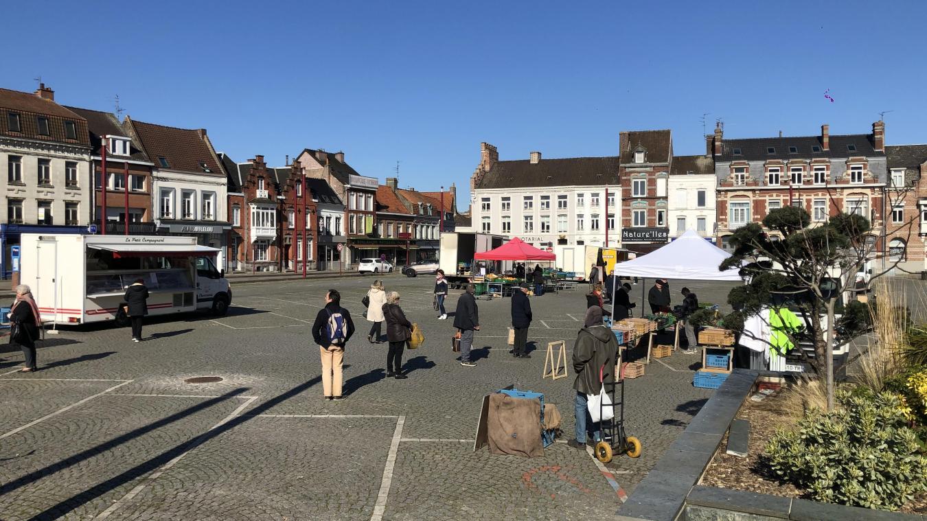 Sans le savoir, lundi 23 mars, les habitants se rendaient pour la denrière fois, jusqu'à nouvel ordre, au marché d'Hazebrouck. Un marché déjà bien vidé pour respecter les mesures sanitaires.