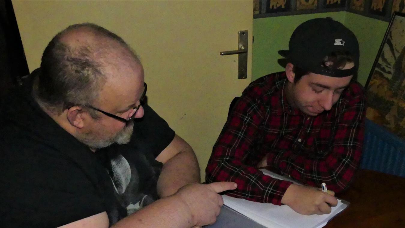 David Wambre essaie d'aider son fils, Maxime du mieux qu'il peut.