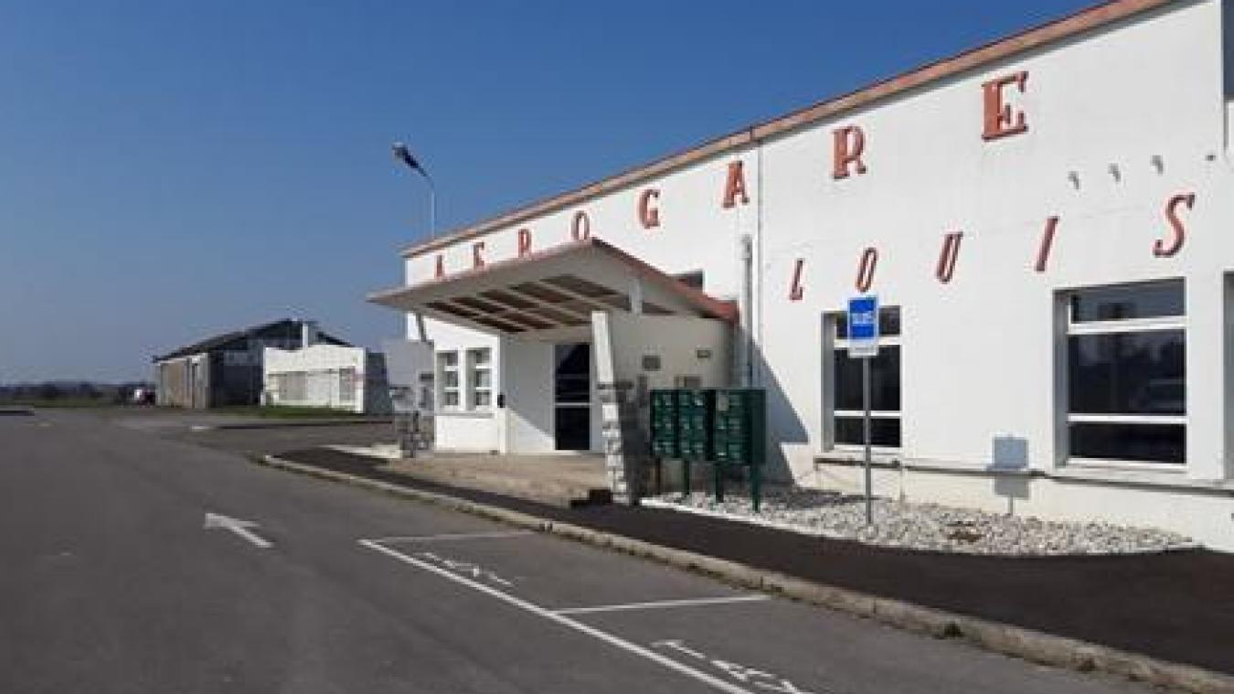 L'aérogare est fermé au public pour la durée de la crise.