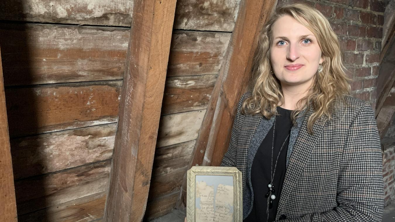 Aline Macquart a trouvé les quatre morceaux d'une lettre datant de 1916 en ramassant des débris. Elle les a rassemblés dans un cadre qu'elle compte exposer lorsque les travaux seront terminés. Active sur les réseaux sociaux, elle a décidé de mener l'enquête.