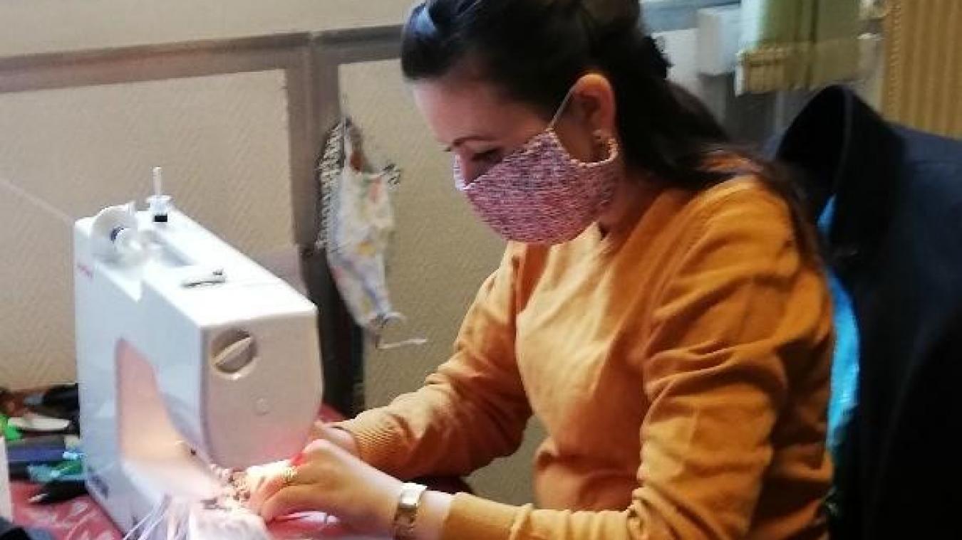 La CCHF souhaite mobiliser toutes les personnes qui possèdent une machine à coudre pour confectionner des masques en tissu.
