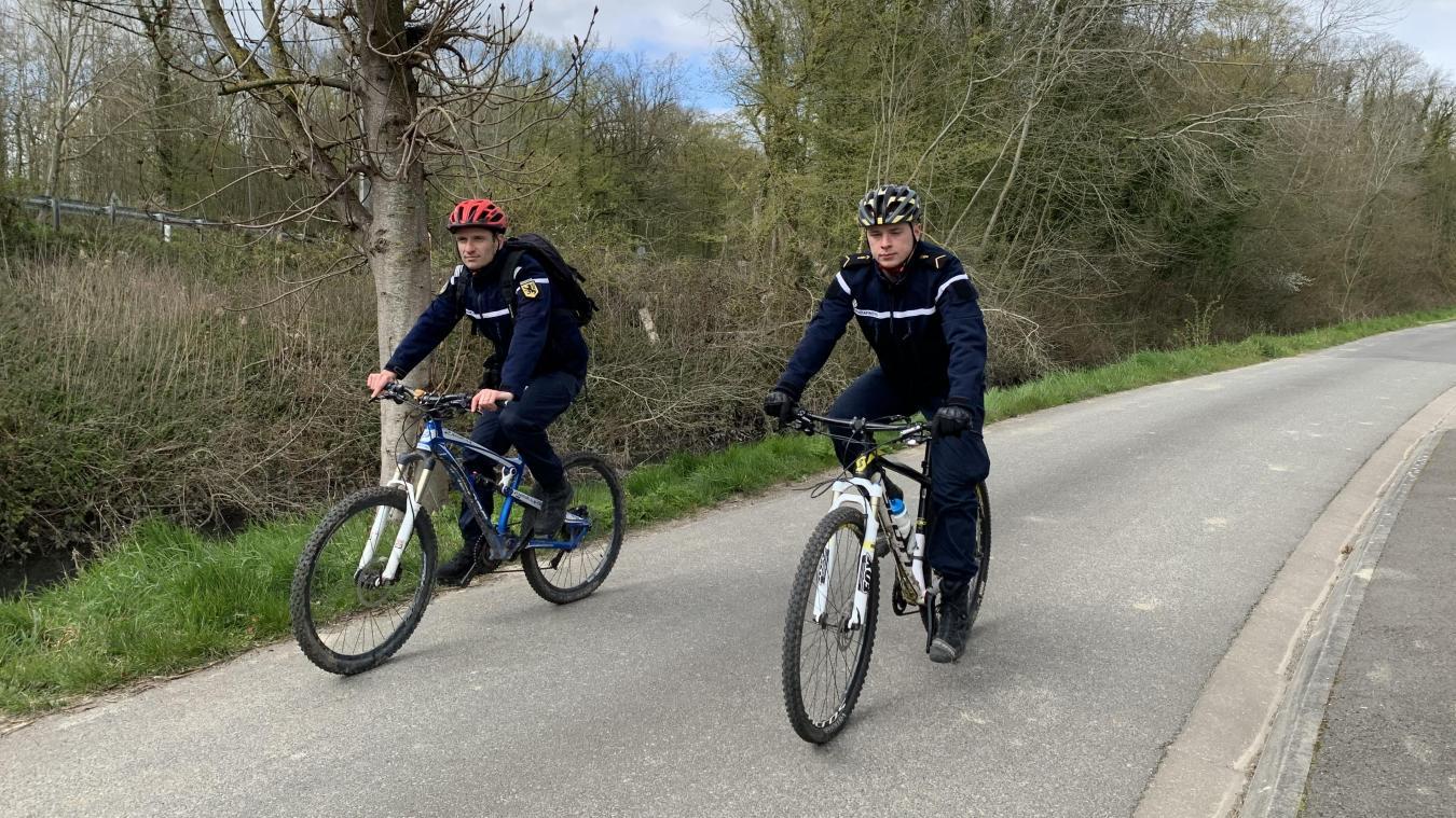 Deux équipes de deux gendarmes volontaires patrouillent désormais à vélo sur les chemins de Flandre.