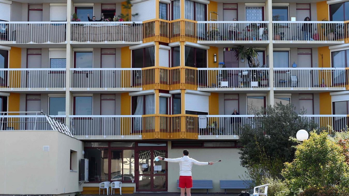 Du trottoir au balcon, de la gym pour les seniors confinés