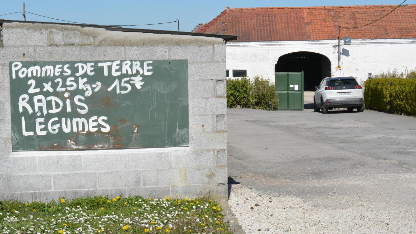 La ferme Meurillon est située rue de Lille.