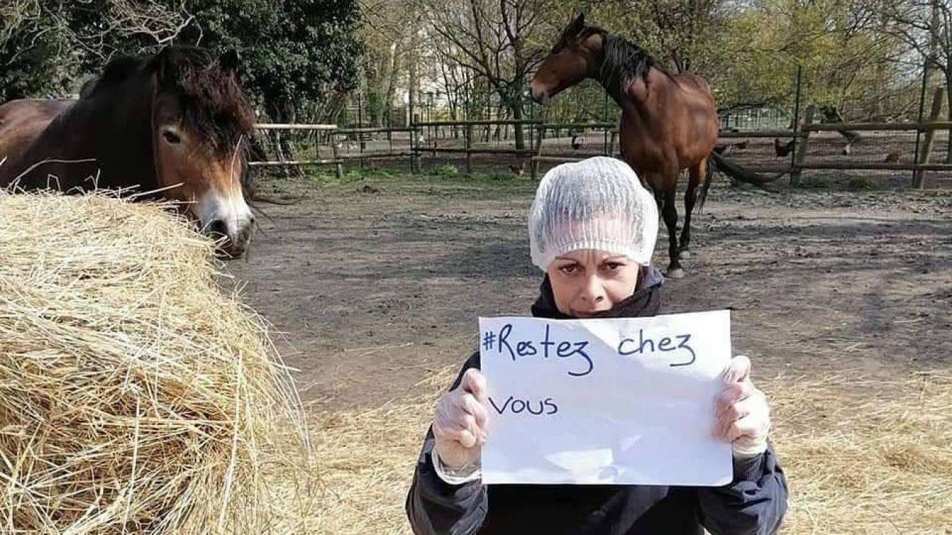 Les monitrices s'occupent des chevaux des propriétaires depuis la semaine dernière et n'hésitent pas à partager des photos pour rassurer toute la communauté du Centre équestre municipal.