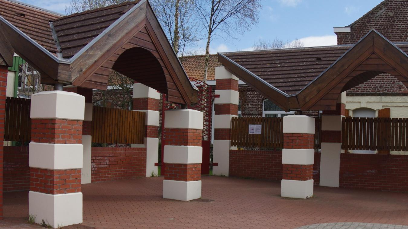 L'école de commune est ouverte également le week-end, si les soignants en ont besoin.