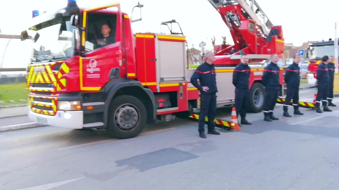Les sapeurs-pompiers de Dunkerque se sont rendus au CHD pour un hommage très émouvant.