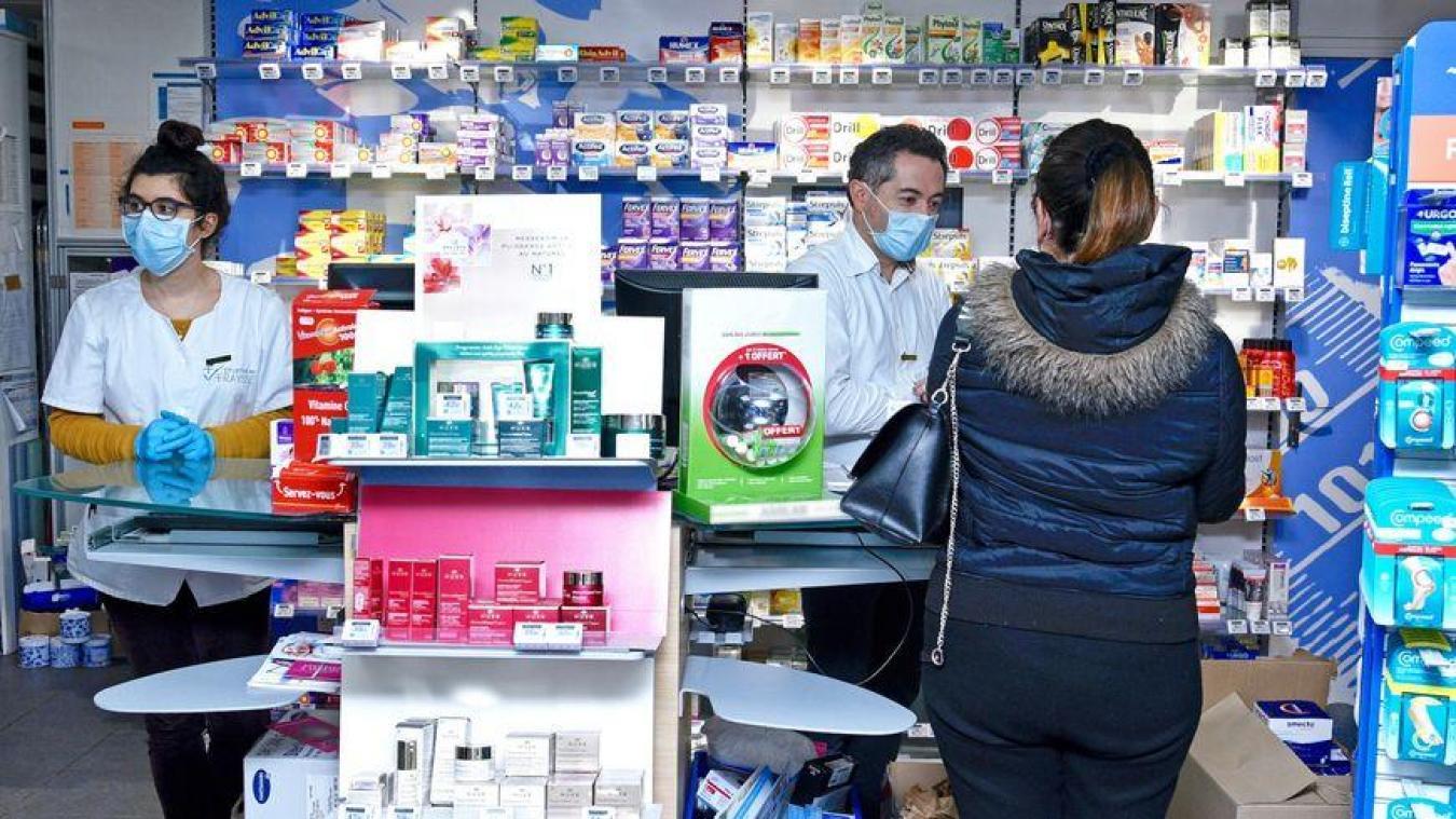 Policiers et gendarmes vont à la rencontre des pharmaciens pour les sensibiliser sur le rôle qu'ils peuvent être amenés à remplir auprès des victimes.