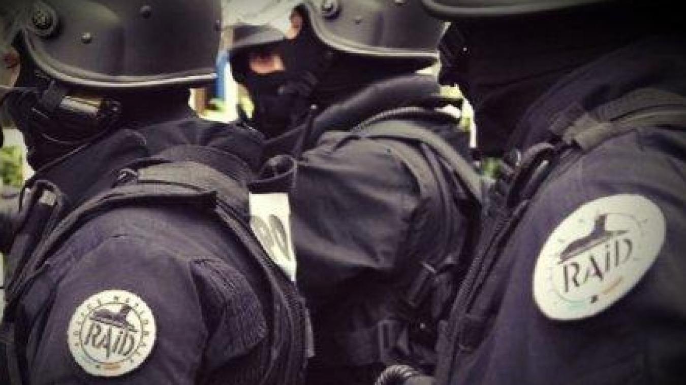 Les hommes du RAID sont intervenus dans un foyer de Mazingarbe ce dimanche 5 avril.