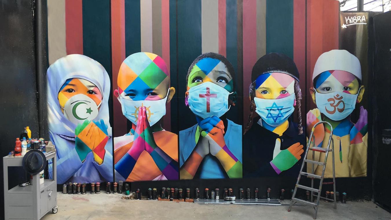 Alors que la moitié de l'humanité est confinée, le muraliste brésilien vient de dévoiler une nouvelle œuvre singulière, réalisée sur les murs de sa résidence de São Paulo. instagram.com/kobrastreetart/
