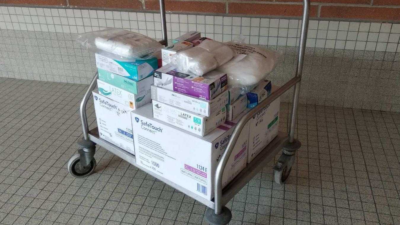 Dernièrement, le lycée via son intendant a fait don de matériel de protection aux professionnels de santé mobilisés sur le centre de consultations d'Ecuires.