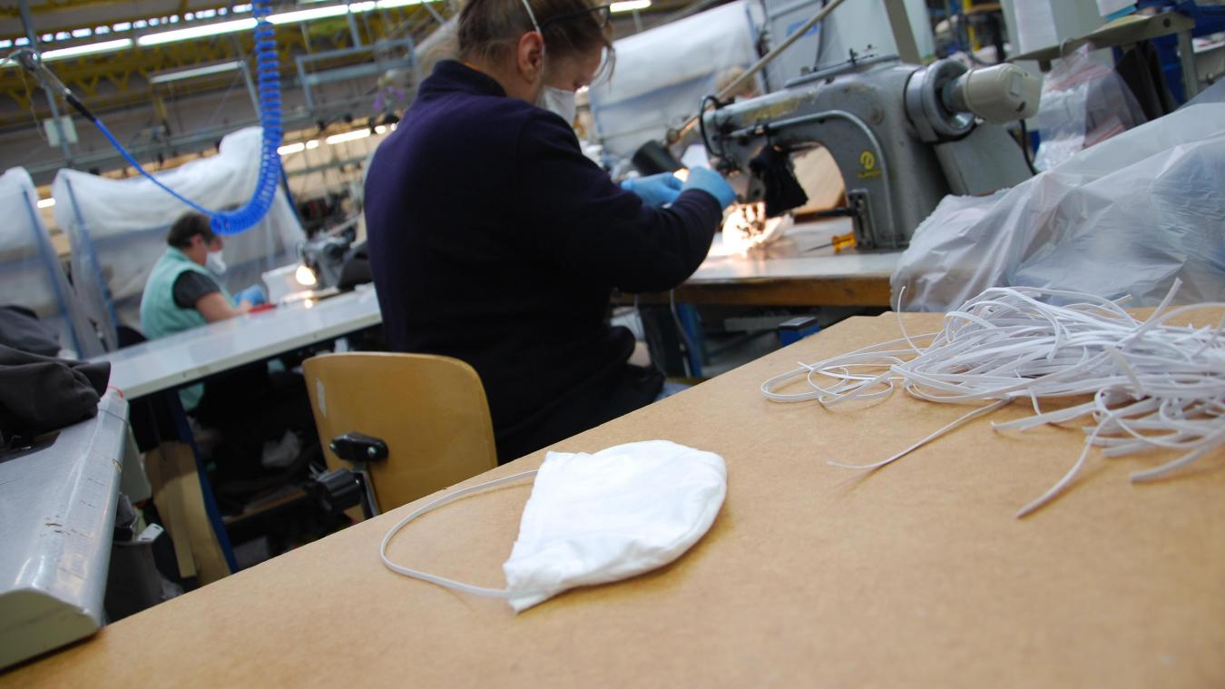Un appel est lancé auprès des bonnes volontés pour produire suffisamment de masques en tissu pour les 200 000 habitants de l'agglomération.