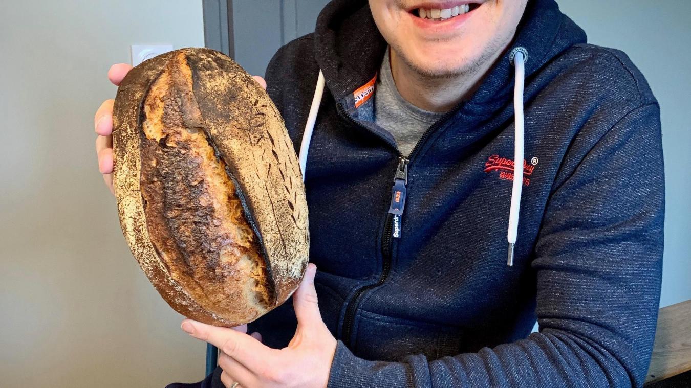 Hinges : Julien partage son pain fait maison