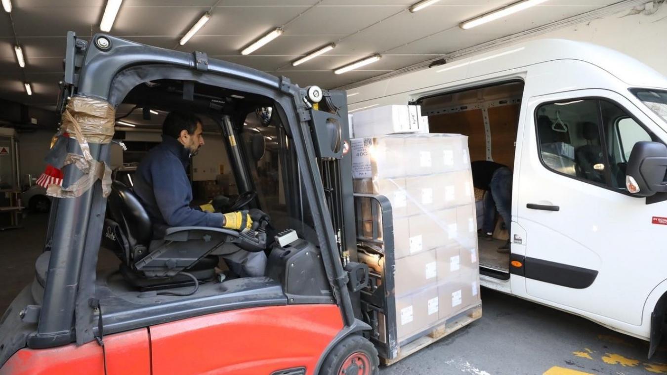 Les agents départementaux ont contribué le mercredi 1 er  avril dernier à convoyer près de 150 000 masques commandés par l'Agence régionale de santé. (Photo CD59).