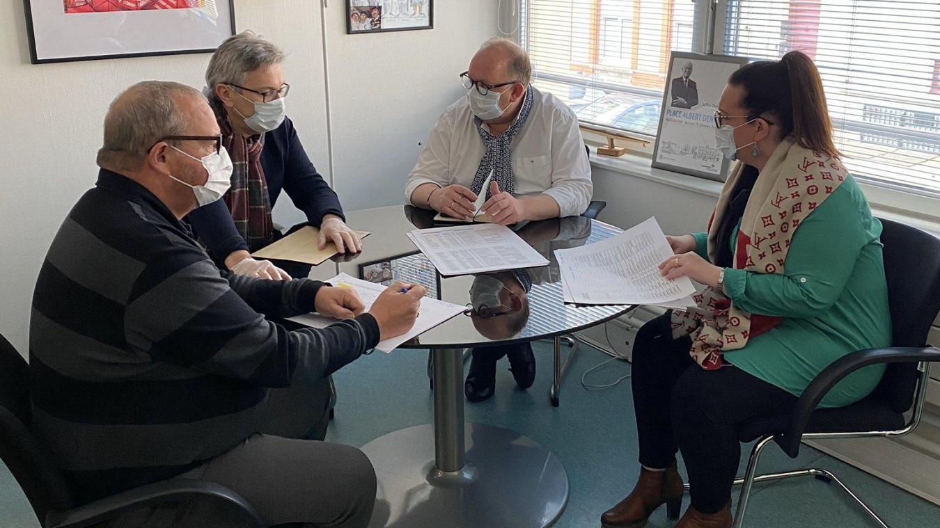 Bertrand Ringot, le maire de Gravelines, multiplie les réunions pour mettre en place des mesures et des actions envers la population et les commerçants, artisans et entrepreneurs.