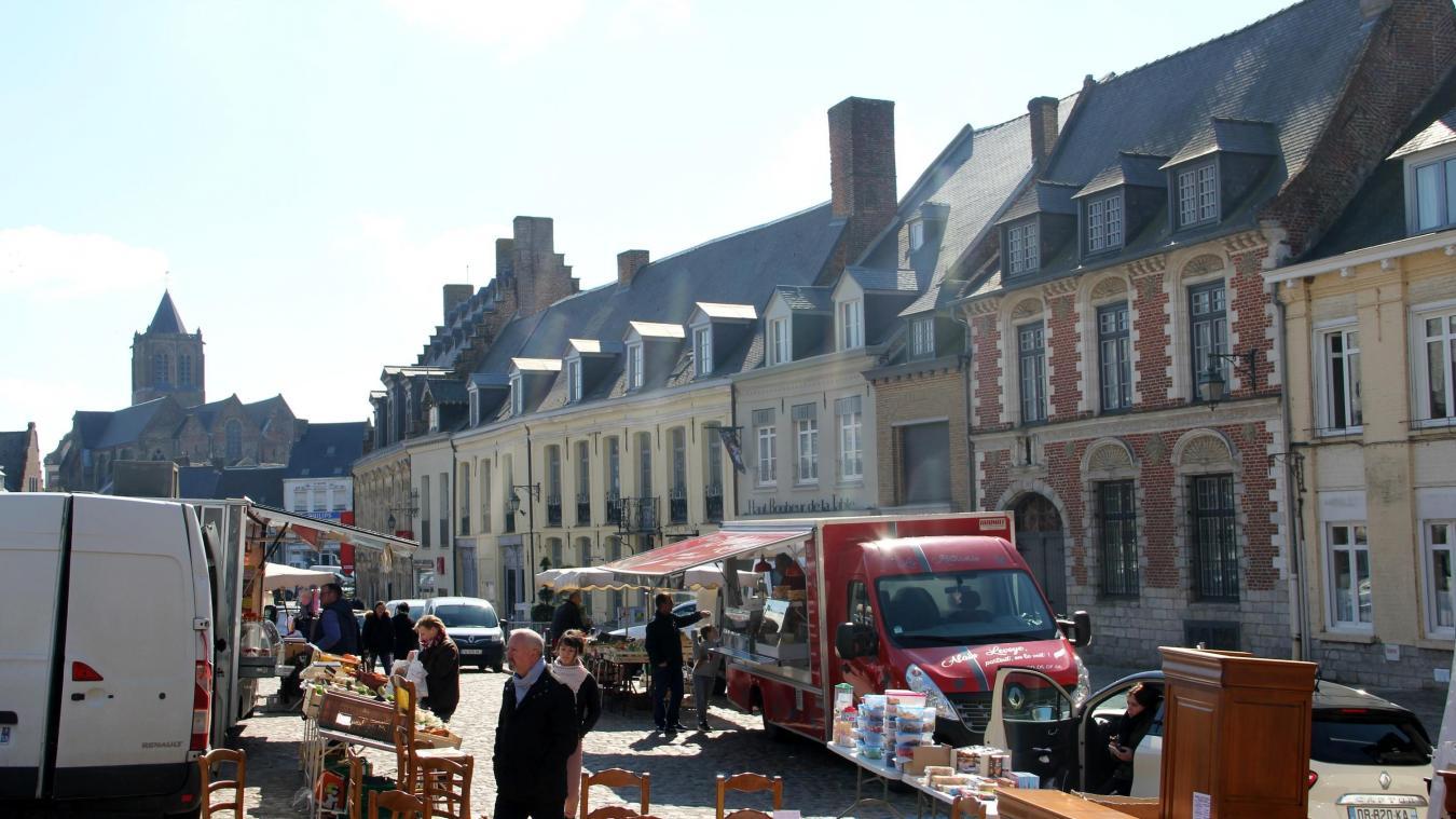 D'ordinaire, le marché a lieu le jeudi matin, sur la grand place (photo avril 2019).