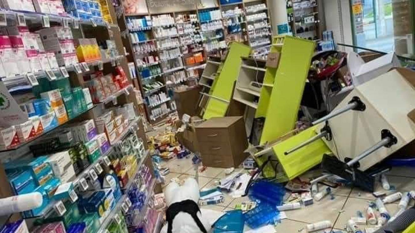 La pharmacie rue Lesage a été vandalisée, tout comme le bureau du CCAS de la commune. (Capture photo réseaux sociaux)