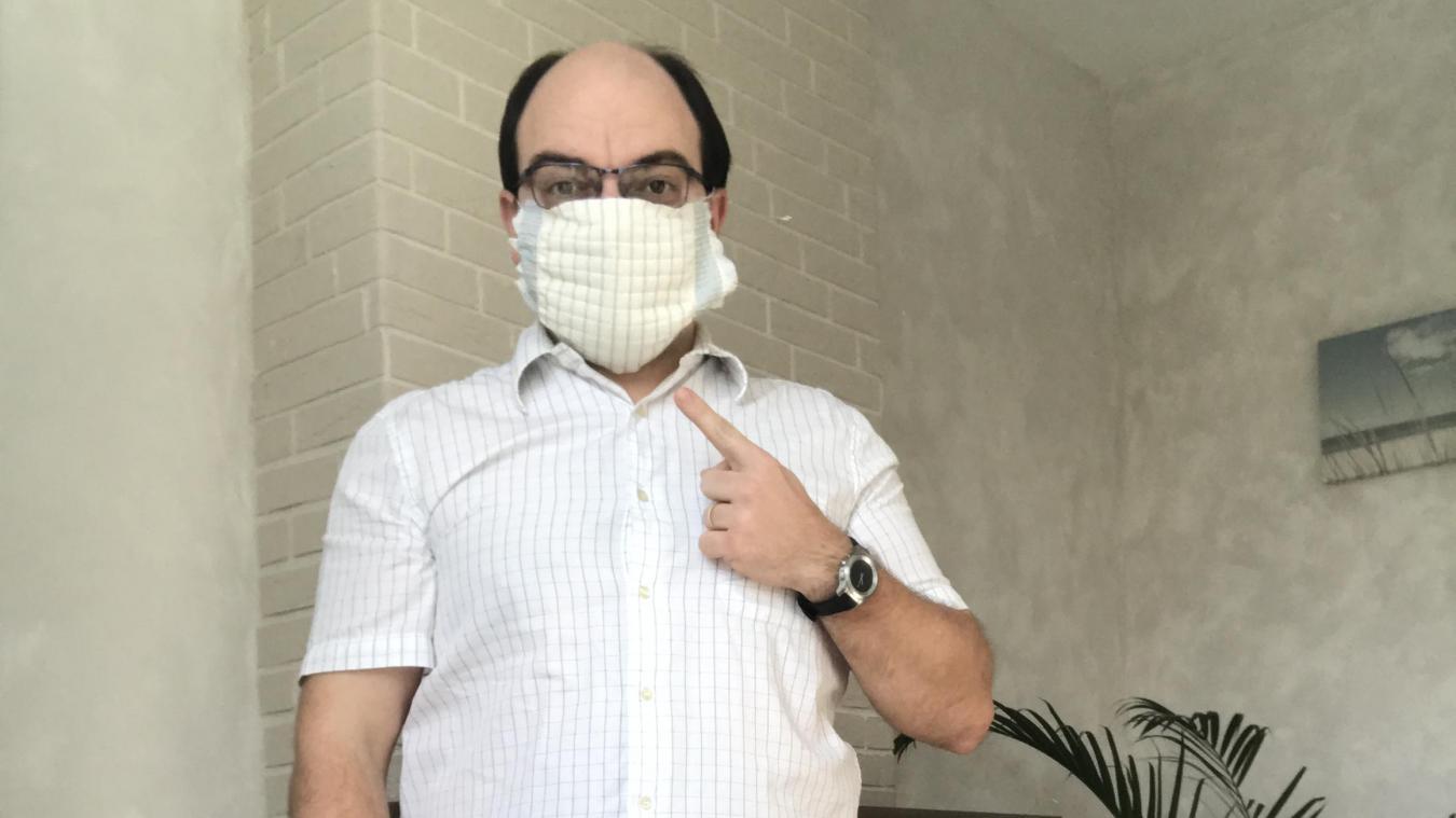 Si vous ne possédez pas de masque, une écharpe ou encore un cache-col peuvent faire offrir d'écrans anti-postillons.