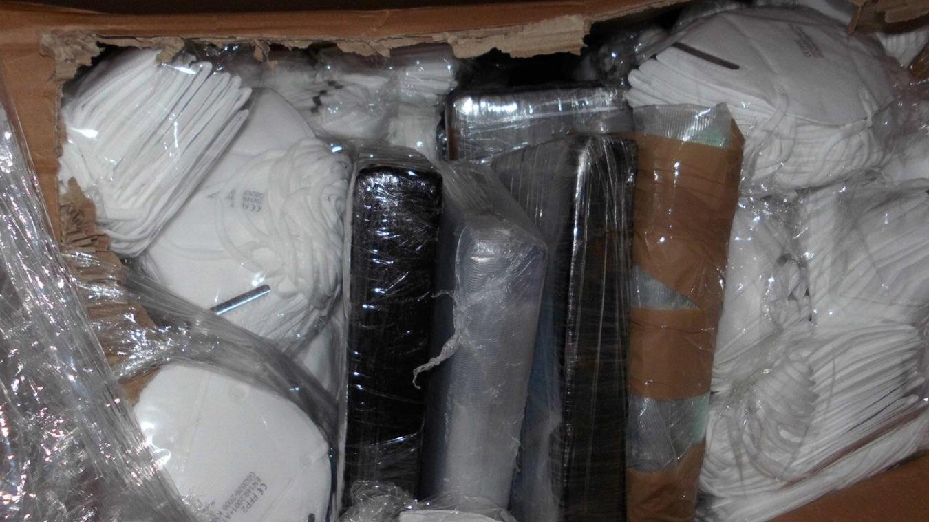 La drogue était cachée dans des masques de protection du Covid-19.