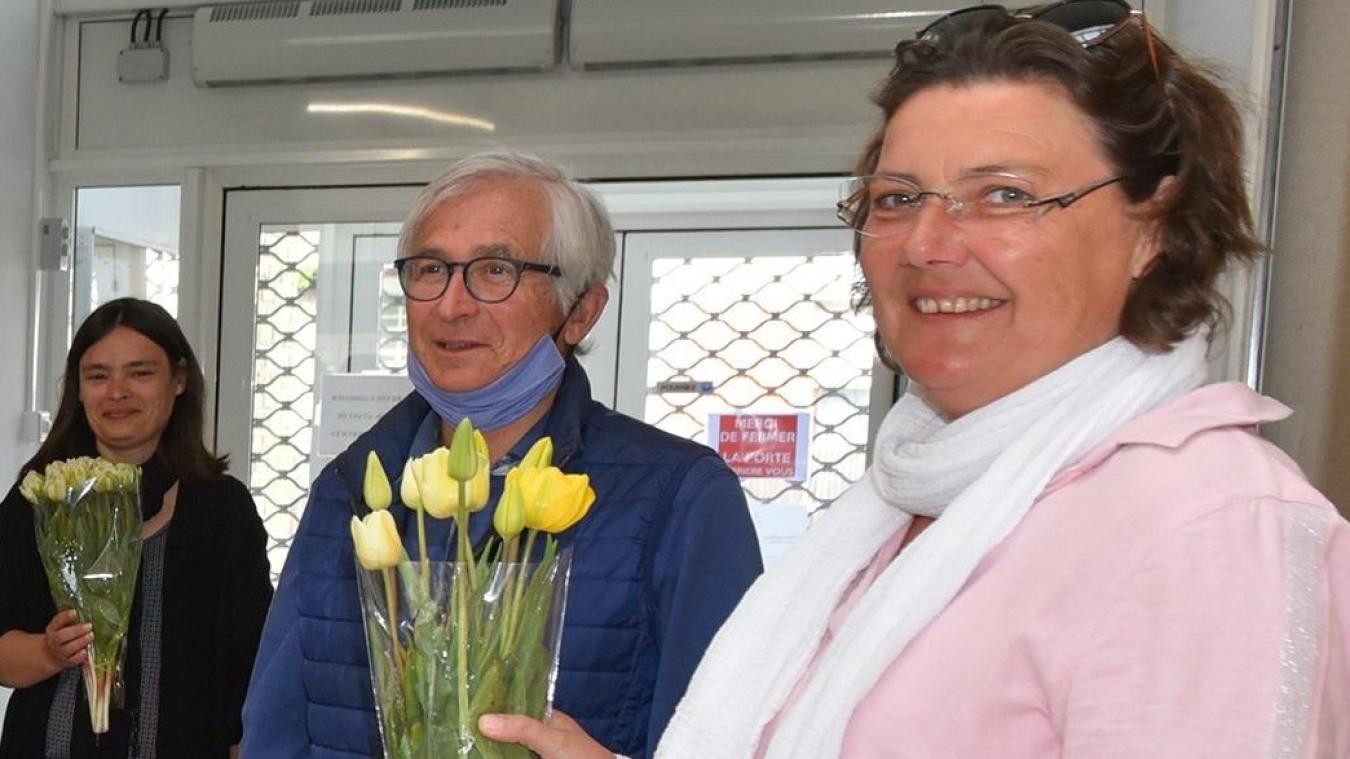 Les personnels berckois se sont vu généreusement offrir des tulipes par les représentants du Lions Club.