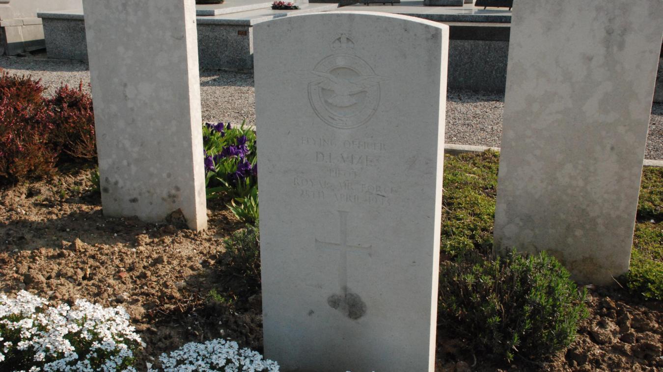 Denis Ivan Vize repose au cimetière d'Hesdin.