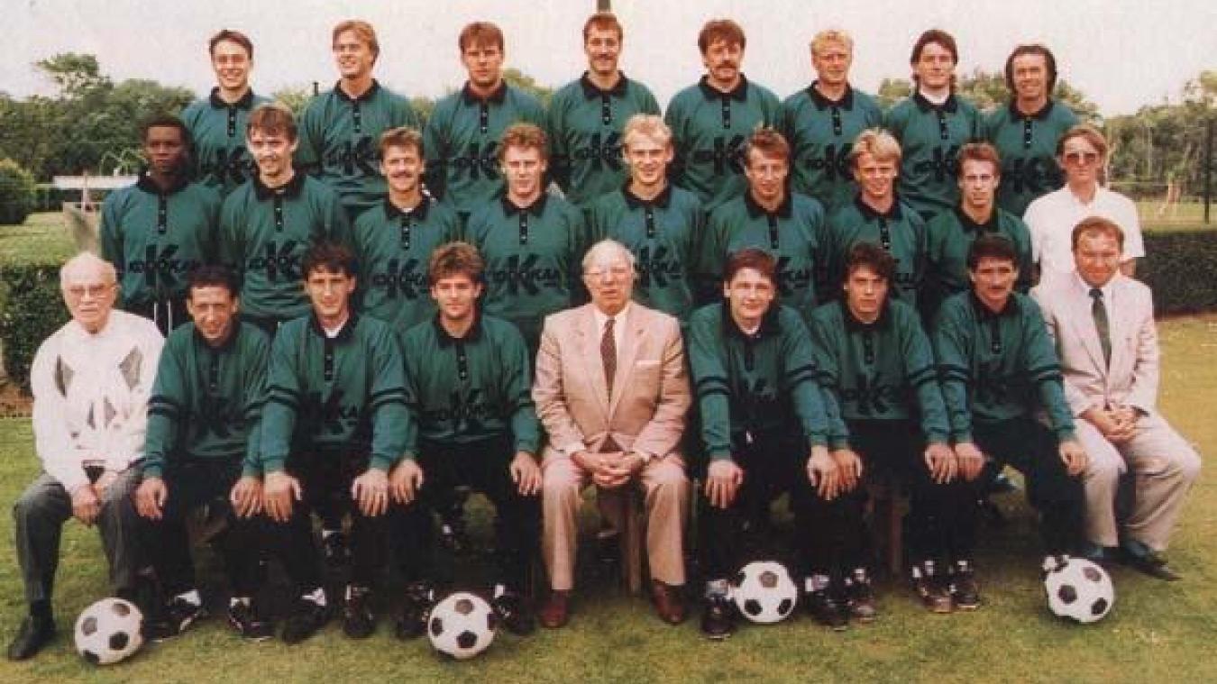 Edmond Baraffe (debout en haut à droite) était l'entraîneur du Touquet de 1985 à 1989. Il fut également à la tête de l'équipe fanion lorsque celle-ci évoluait en Deuxième division.
