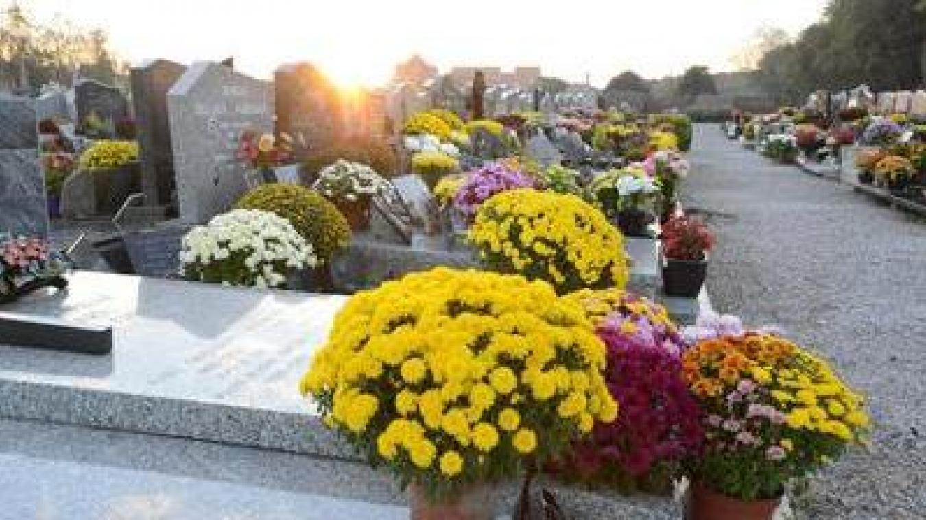 Rendez-vous pour les cimetières à Calais: deux nouvelles lignes téléphoniques lancées mercredi