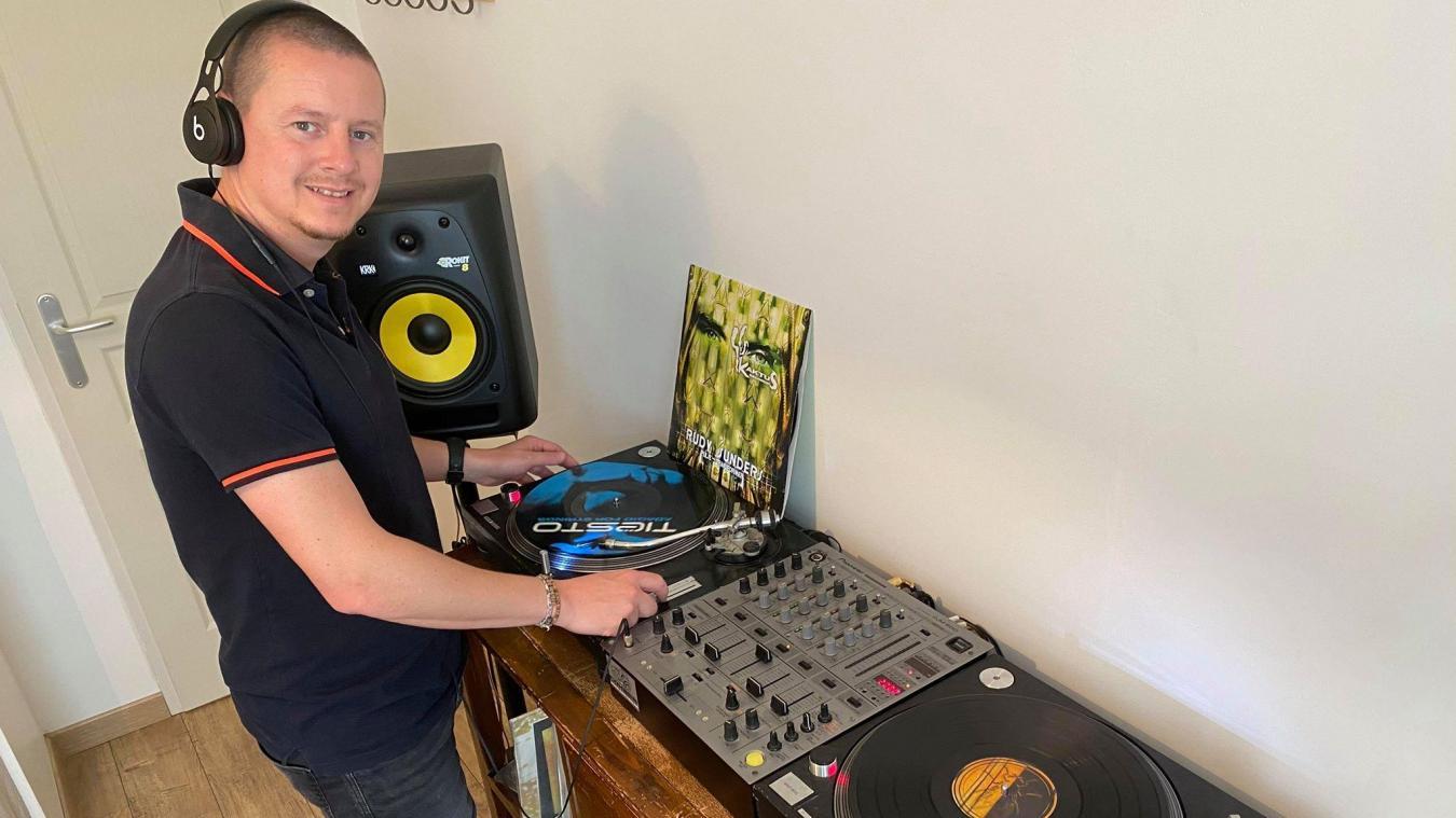 Rudy Sunders, chez lui à Campagne-les-Hesdin, fait revivre les mixes lorsqu'il était résident au Téoria à Lottinghem.