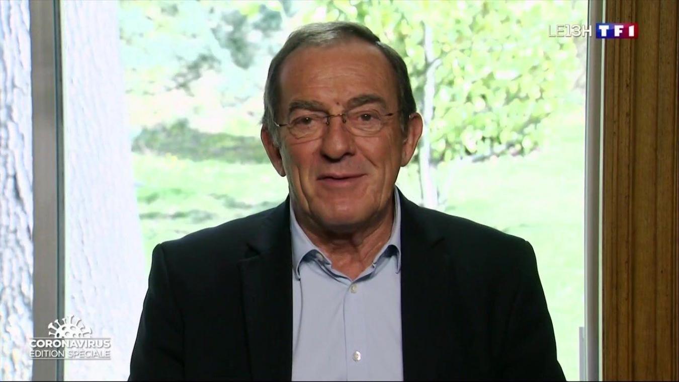 De son domicile, Jean-Pierre Pernaut anime chaque jour une rubrique lors du journal de 13h sur TF1. (capture d'écran TF1)