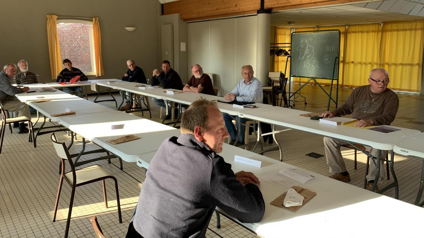 La salle Paul-Hazard de Noordpeene a accueilli le conseil municipal vendredi 24 avril, un moyen de mettre en œuvre les mesures barrières.
