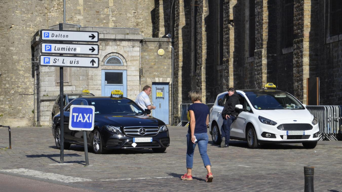 Les taxis de Boulogne-sur-Mer sont fidèles au poste mais trop peu sollicités. Ils s'inquiètent pour leur activité.
