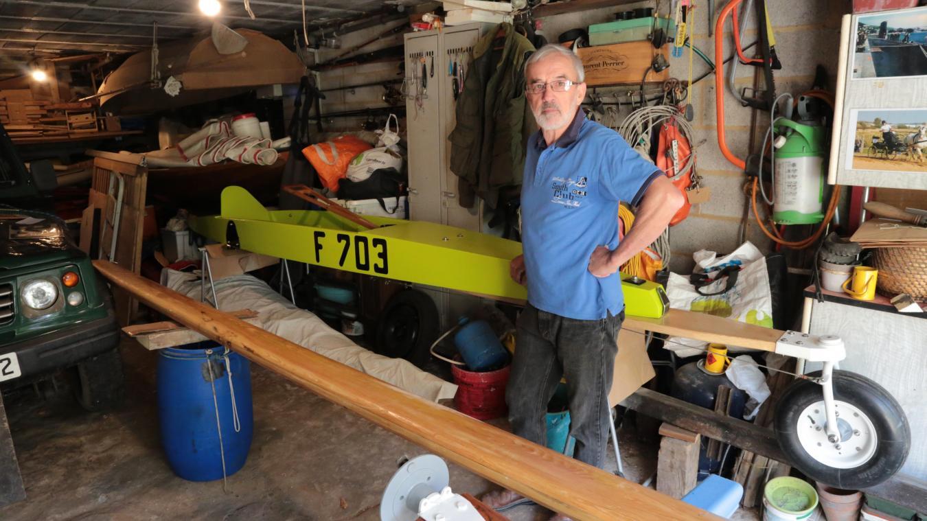 Francis Botin a transformé le sous-sol de son habitation en atelier de restauration de char à voile d'époque.