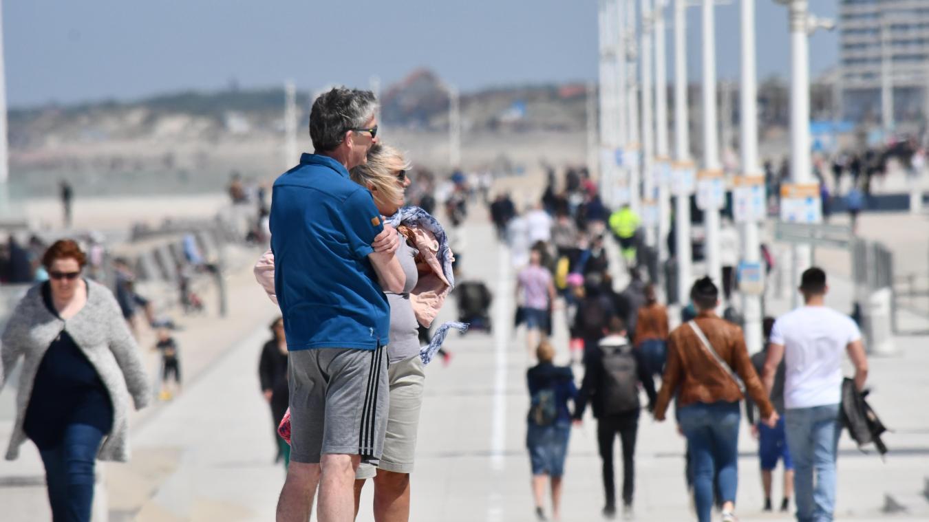 Parmi les endroits qui amènent énormément de touristes à Dunkerque, la plage et, surtout, la digue fraîchement rénovée.