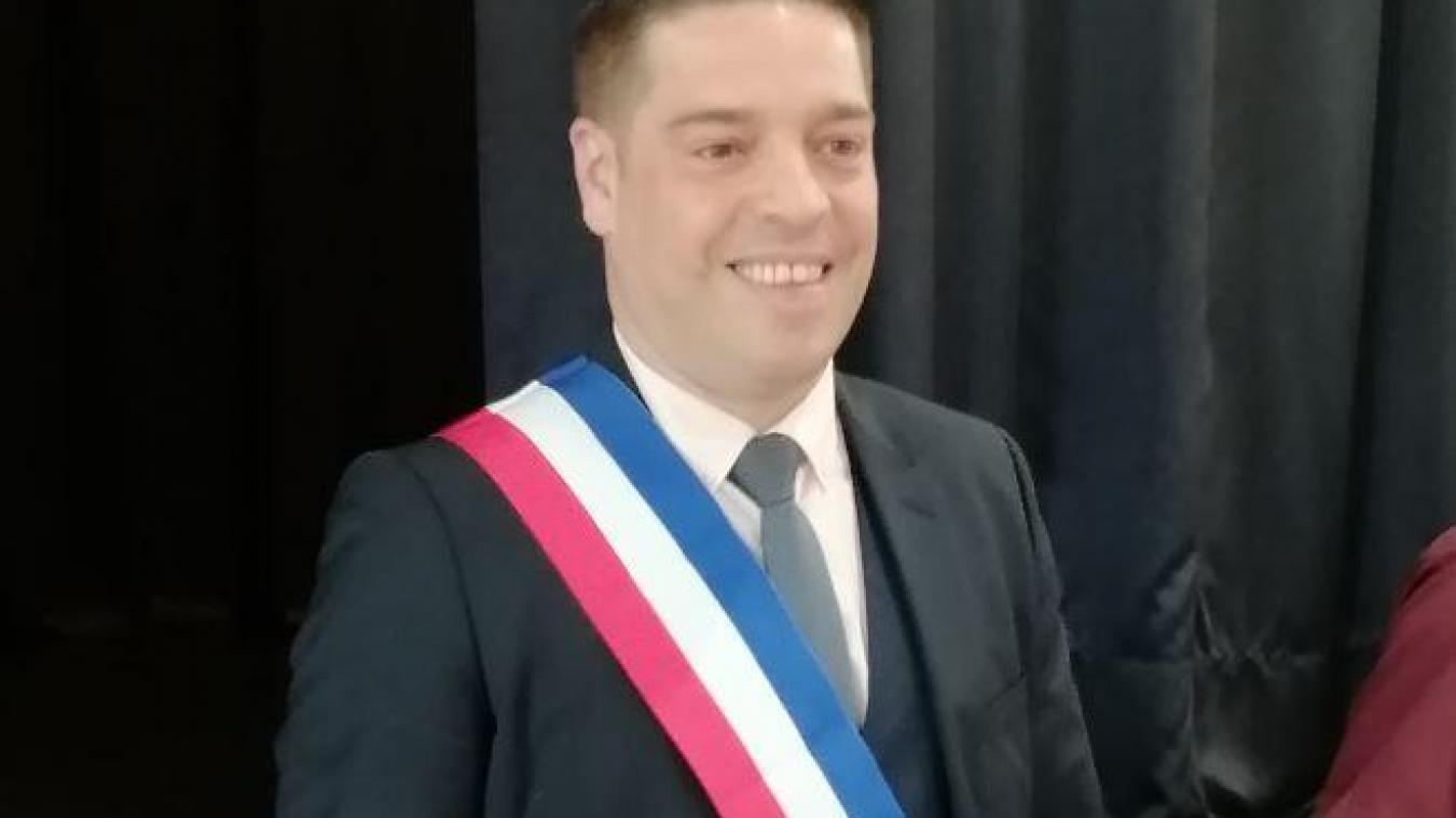 Grégory Debas a été installé dans le fauteuil de maire à Annezin