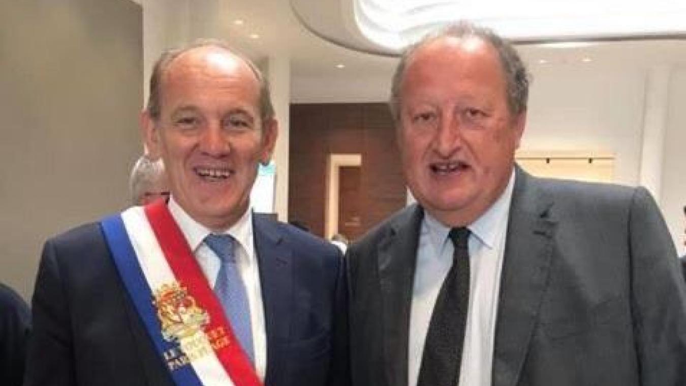 Daniel Fasquelle a retrouvé son écharpe tricolore, congratulé par Jean-Philippe Bataille, qui rejoint dès le premier conseil les rangs de la majorité.