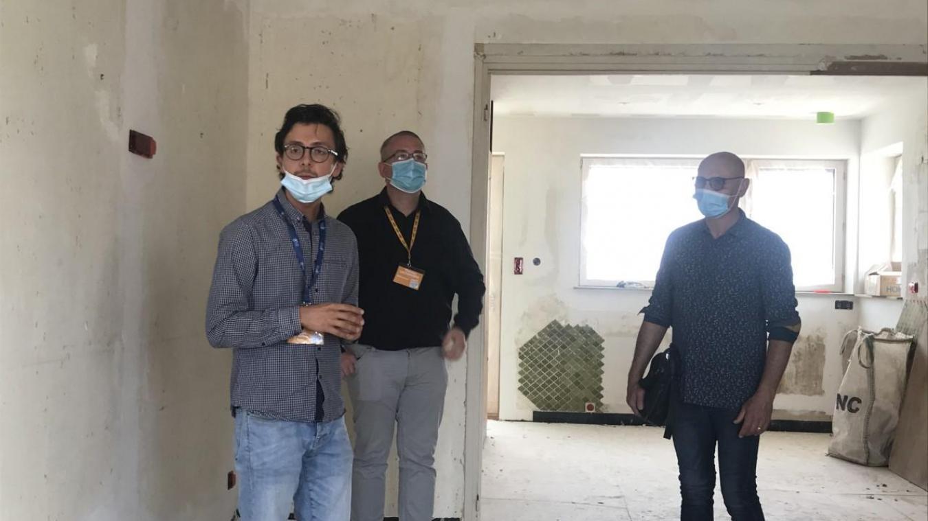 Jean-Luc Lemaire, à droite de la photo, a accepté que la maison familiale soit visitée, vendredi 1 er  juillet.