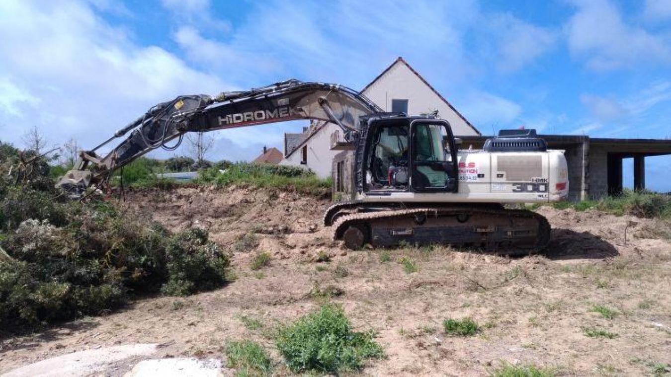 La résidence Salicorne est en cours de démolition à Wissant.