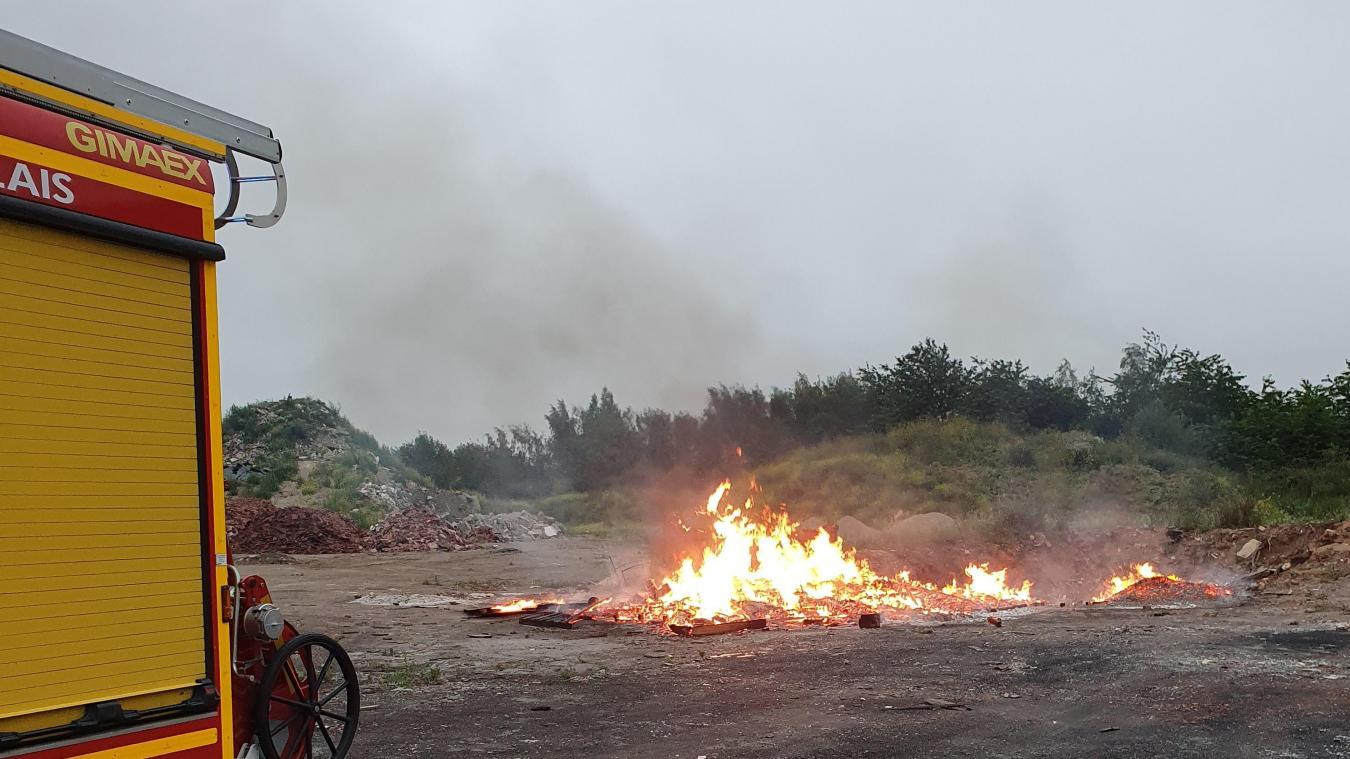 Le feu n'a pas causé de dégâts, mais a fait peur à de nombreux riverains.
