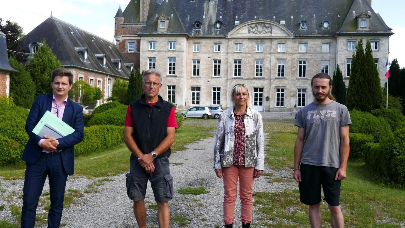 Tony Duquesne (directeur de l'IAAG) et trois membres de l'association Les Sorcières du Parc : Thierry Follet (trésorier), Barbara Decoster (présidente), Léo Follet (bénévole).