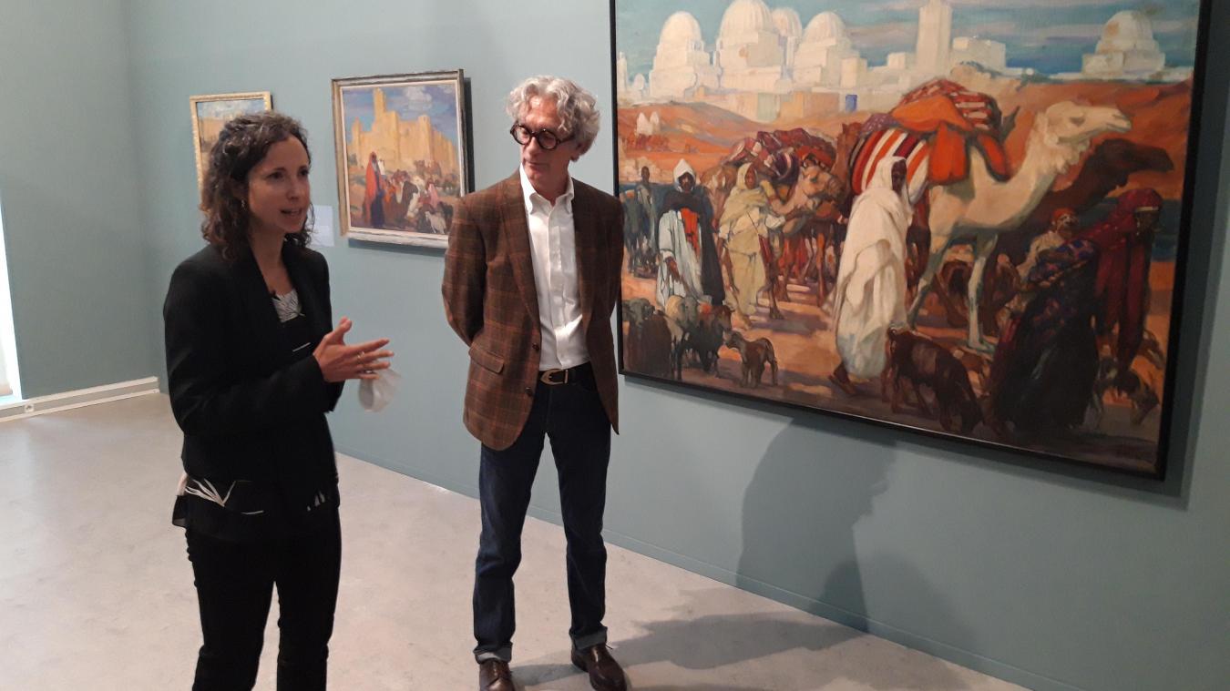 Sarah Ligner et François Olland devant « La caravane devant Kairouan » de Jeanne Thil.