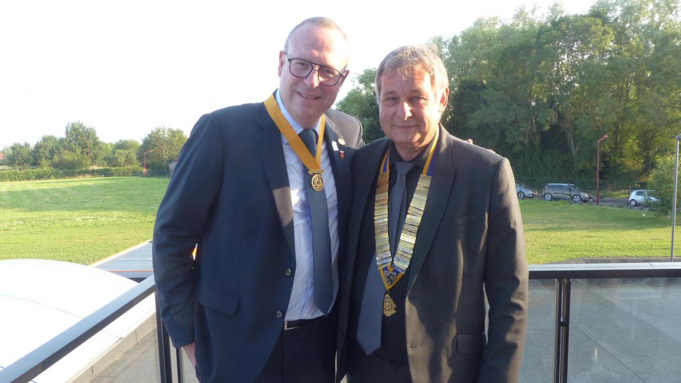 François Leboulanger (à gauche) est le nouveau président du Rotary club d'Hazebrouck.