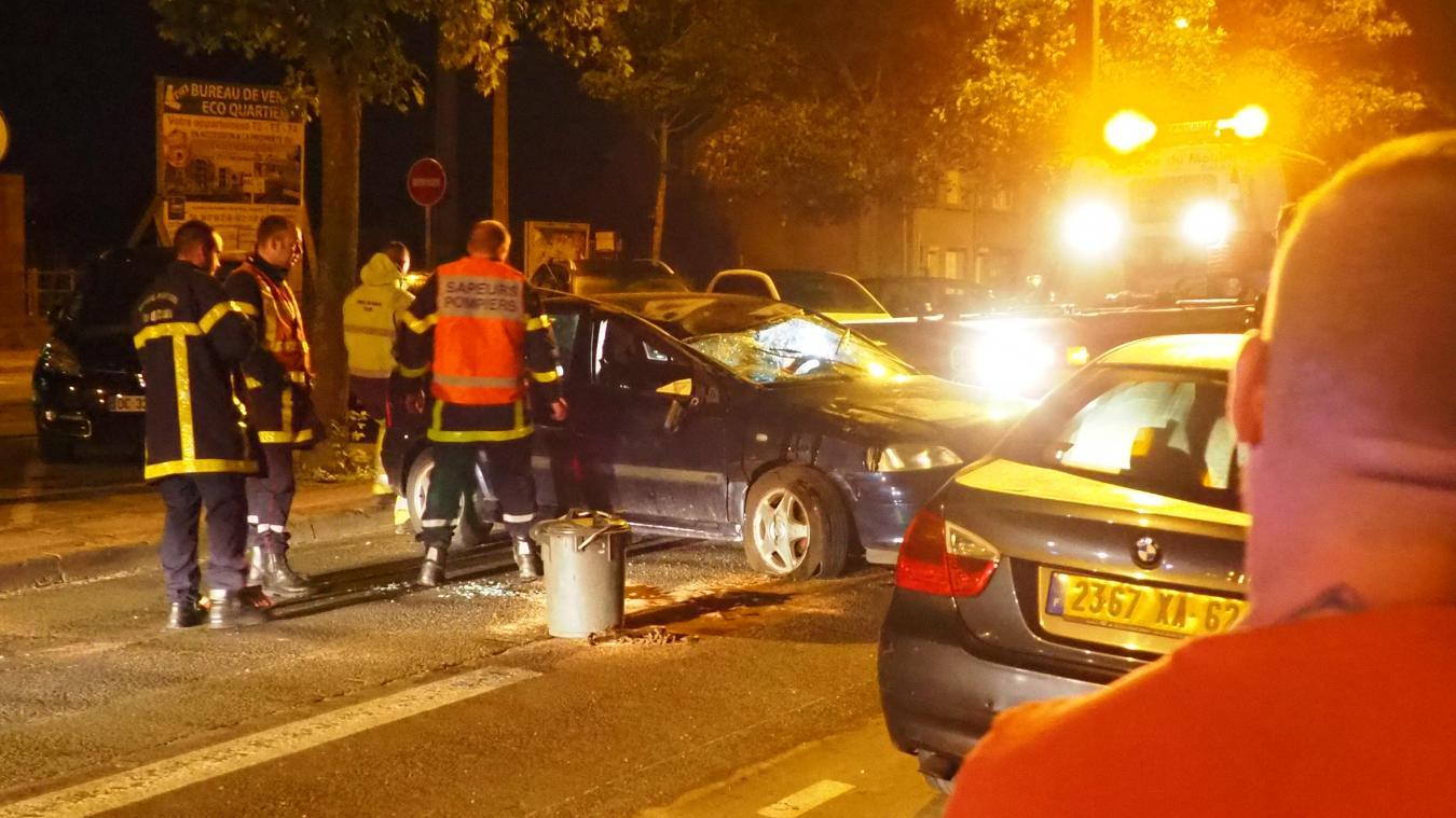 L'accident a eu lieu vers 2 heures du matin avenue Blériot. L'intervention a duré 1h30 le temps de désincarcérer une occupante et de retourner la voiture.