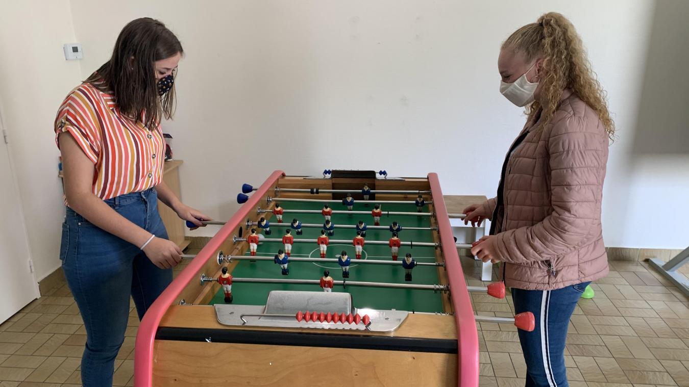 Dunha et Priscilla, toutes deux âgées de 18 ans, sont accueillies au Village d'enfants SOS de Calais.