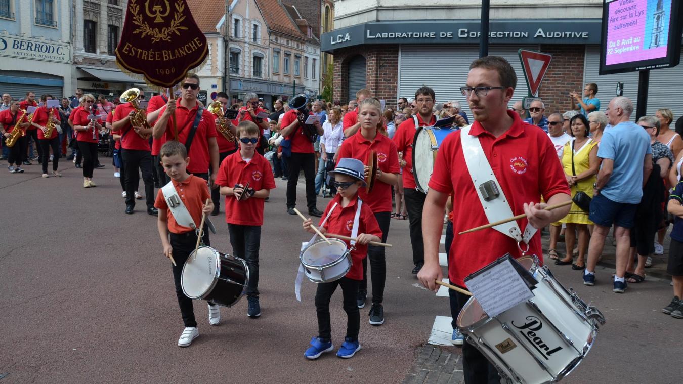 Voilà le défilé du Festival de l'Andouille, le dimanche après-midi. Version septembre 2019.